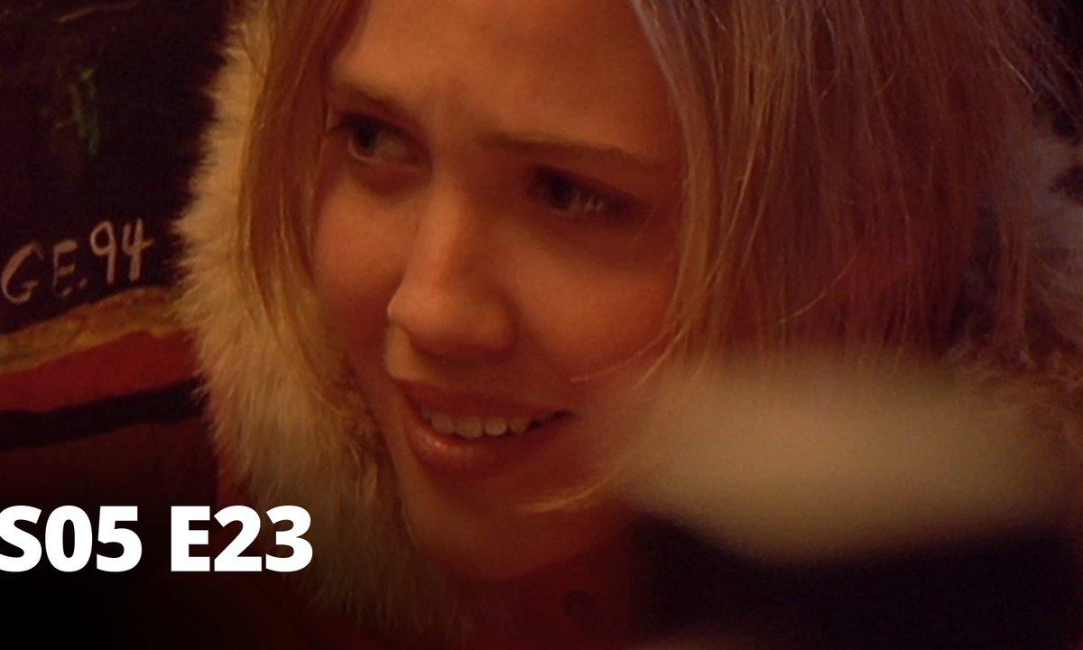 Hartley, coeurs à vif - S05 E23 - Crise d'identité