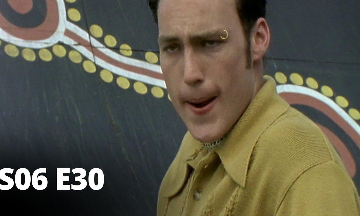 Hartley, coeurs à vif - S06 E30 - Les supporters