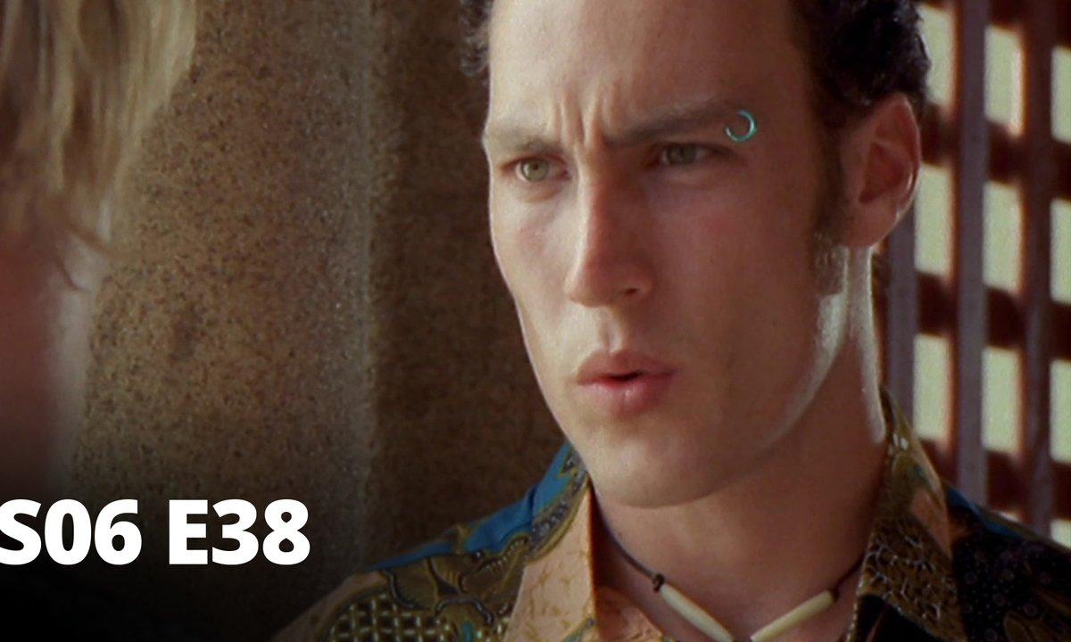 Hartley, coeurs à vif - S06 E38 - Inspecteur Lee