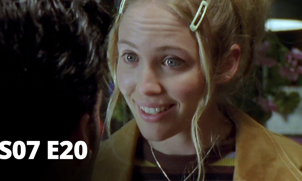 Hartley, coeurs à vif - S07 E20 - L'agent de liaison