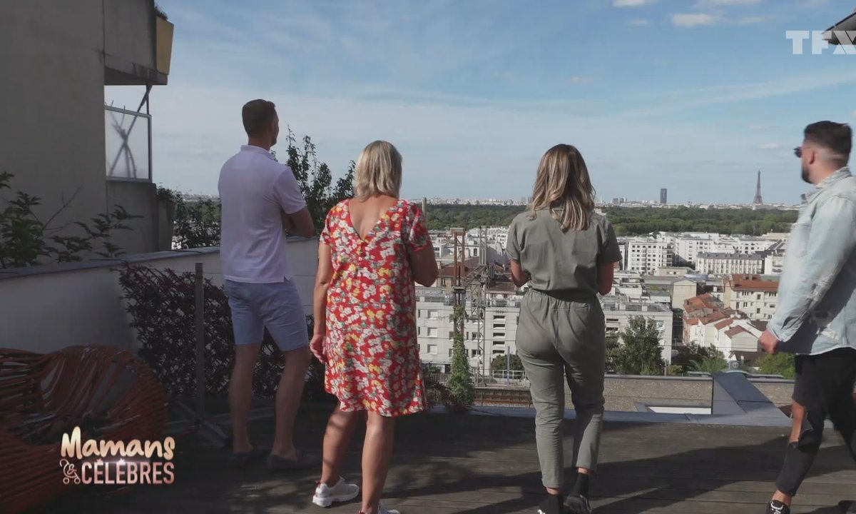 Hillary déménage pour une maison avec vue sur la Tour Eiffel