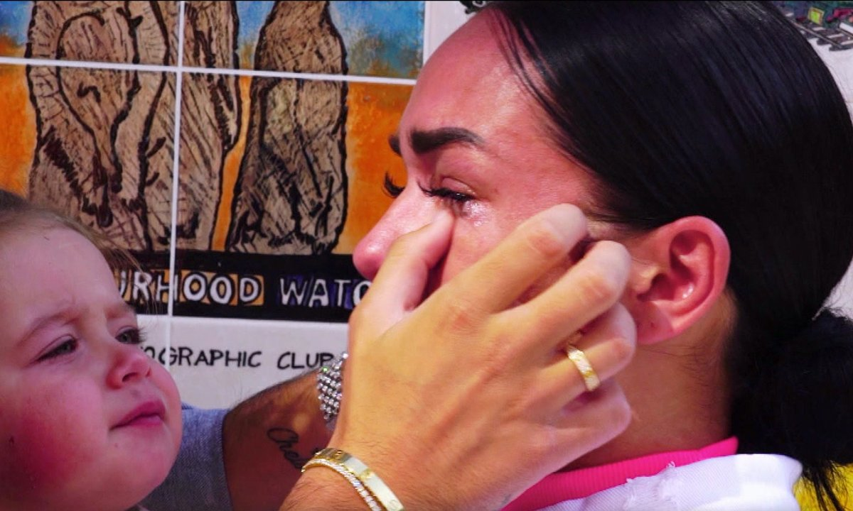 Jazz fond en larmes dans l'épisode 08 de la JLC Family
