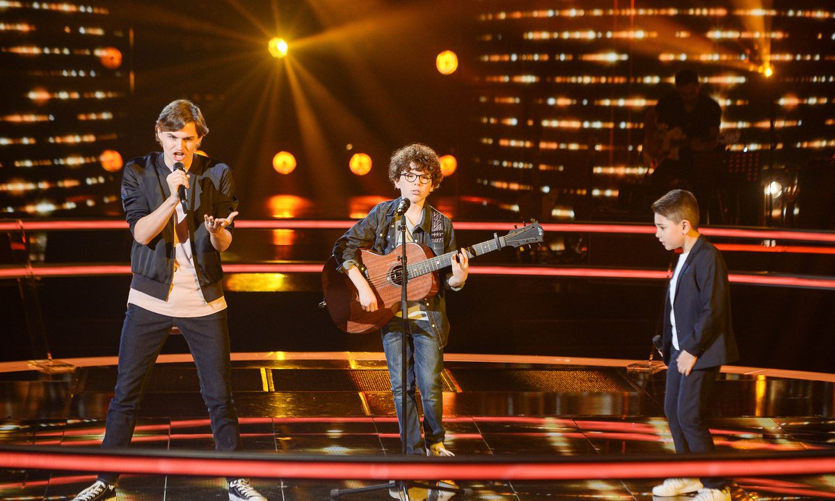 The Voice Kids 2020 - Battle - Lissandro vs Jeremy vs Ferdinand chantent « Les Playboys » de Jacques Dutronc (Jenifer)