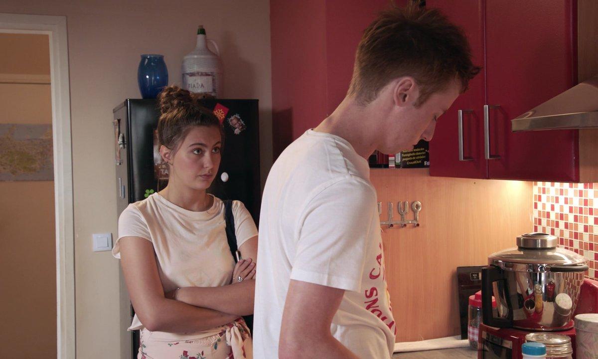 """WTF - Jessica jalouse Eva : """" L'amour, c'est pas pour les filles en fauteuil ! """" #BravoJessica 👏 (épisode 248)"""