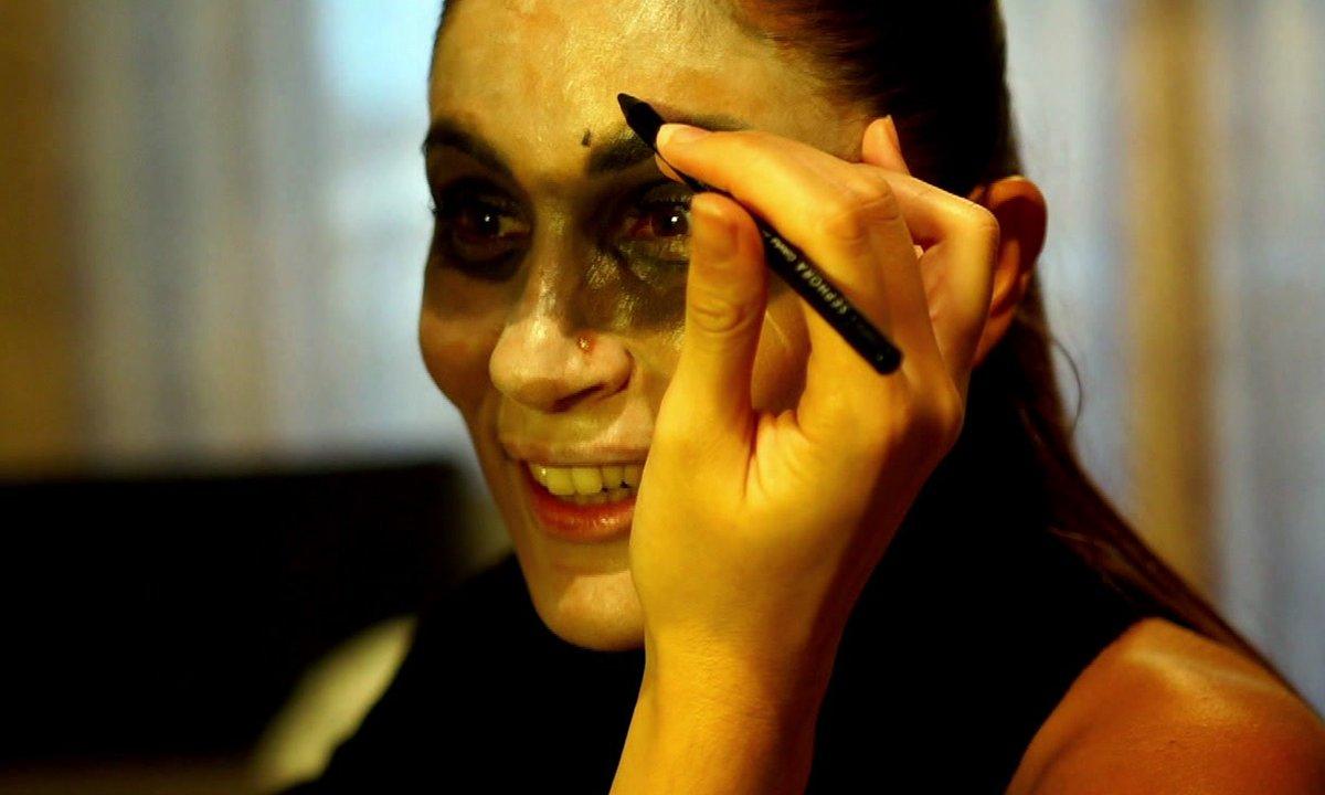 Jesta s'acharne sur le maquillage de Wafa