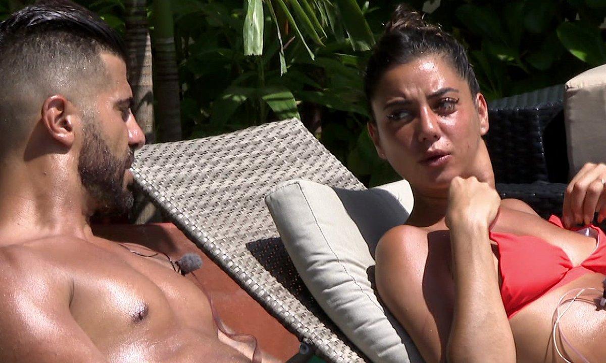 Julie et Thomas se rapprochent dans l'épisode 07 de La Villa des Cœurs Brisés