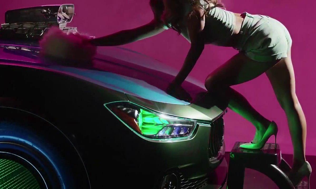 Insolite : Kylie Minogue en mode car-wash avec la Maserati Ghibli
