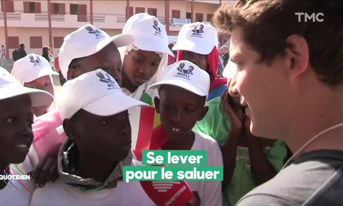 L'image du jour de Martin Weill : Uniforme obligatoire à Dakar pour accueillir Emmanuel Macron