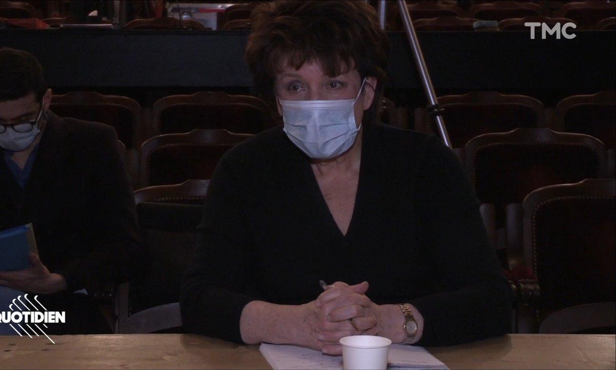 La visite surprise de Roselyne Bachelot au théâtre de l'Odéon, occupé par les acteurs de la Culture