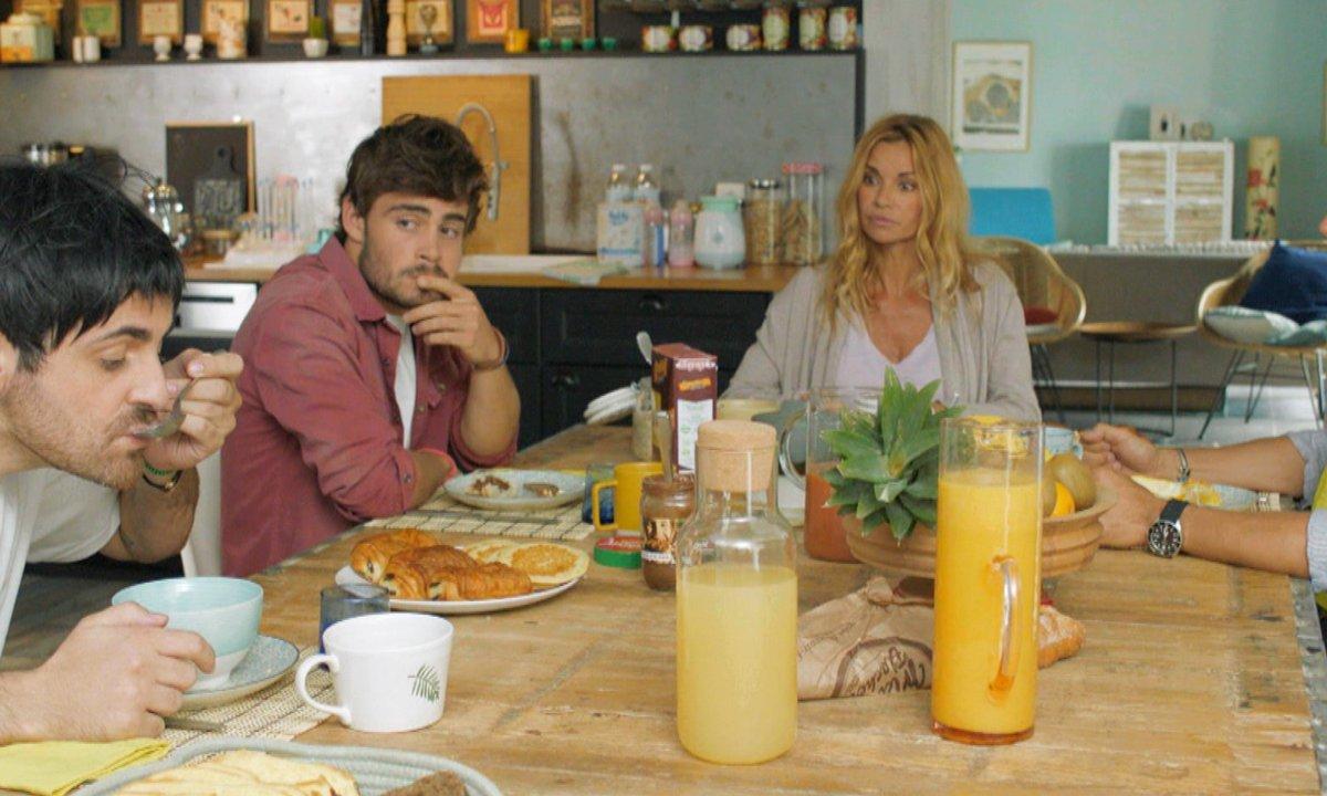 Camille Combal s'incruste dans « Demain nous appartient » avec Chloé, Maxime et Alex