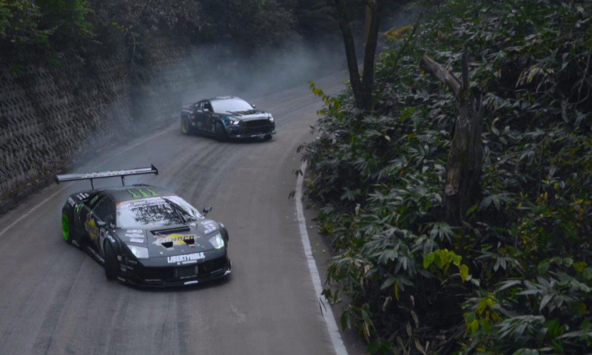 Concours de drift : Ford Mustang  Vs. Lamborghini Murcielago