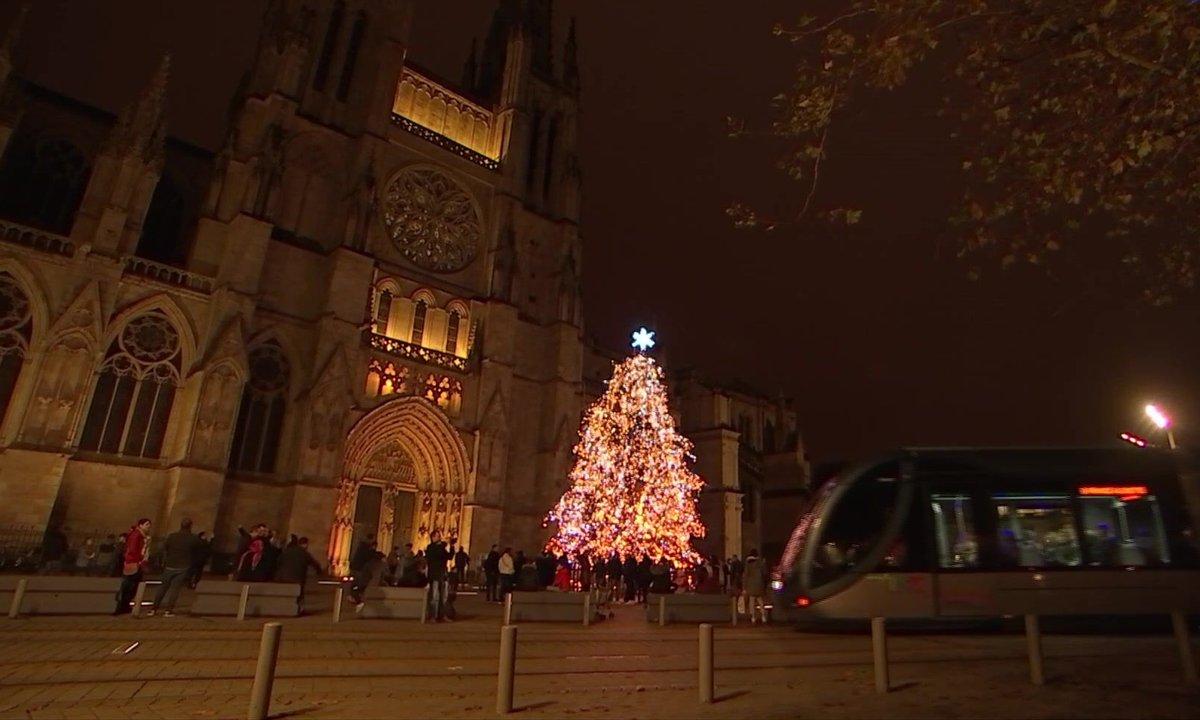 Le maire EELV de Bordeaux a décidé de supprimer le sapin de Noël dans sa ville