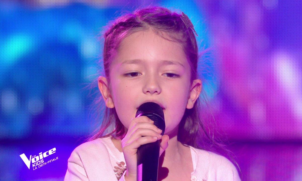 """The Voice Kids 2020 - Demi-Finale : Lena chante """"Les choses simples"""" de Jenifer & Slimane (Team Jenifer)"""