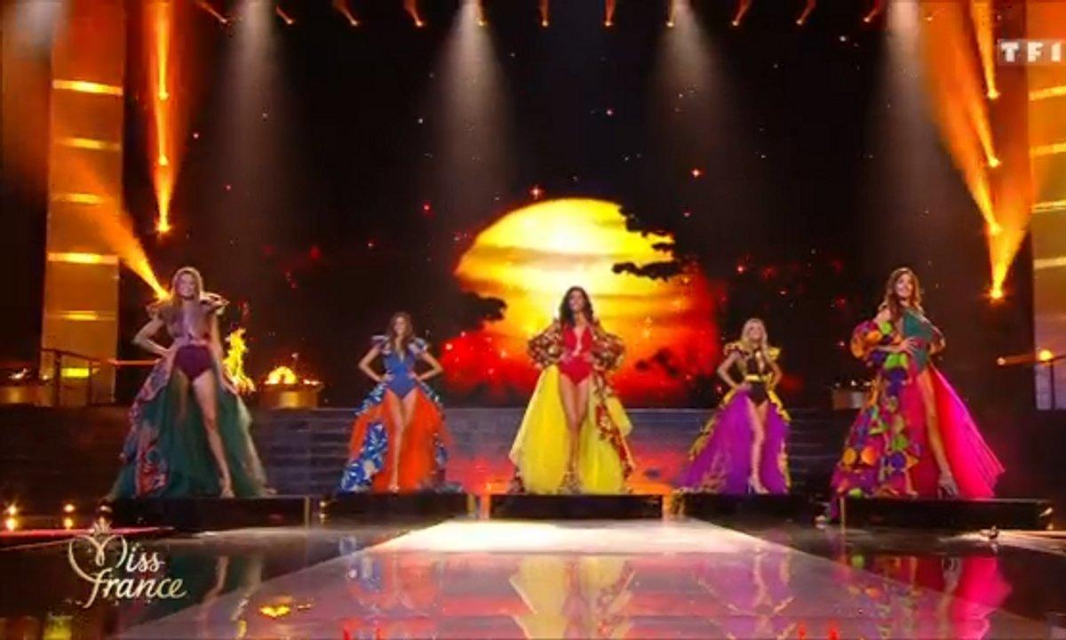 Miss France 2020 : Les candidates finalistes défilent sur le thème de l'Afrique