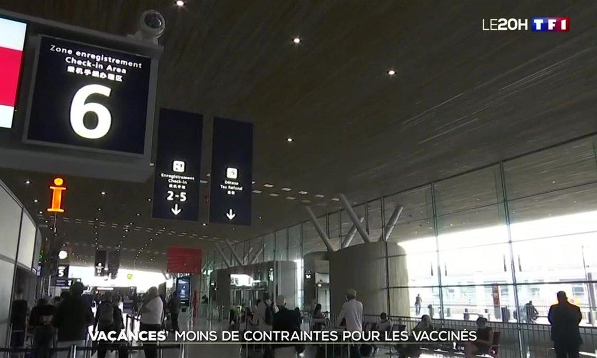 Les Européens vaccinés bientôt dispensés de test PCR pour venir en France