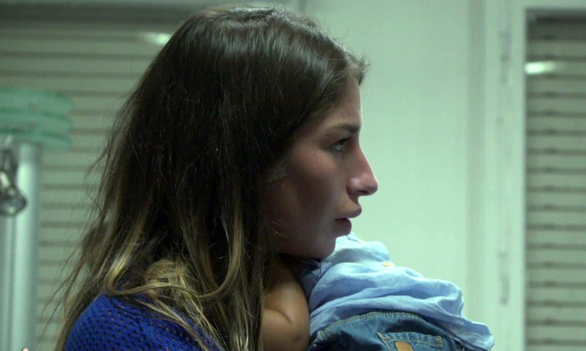 Liam consulte un médecin pour sa fille dans l'épisode 03 de Mamans & célèbres