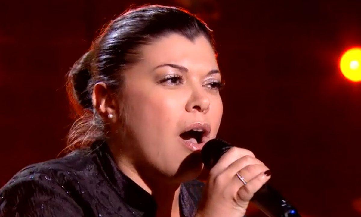 """THE VOICE 2020 - Linda chante """"Les uns contre les autres"""" de Maurane"""