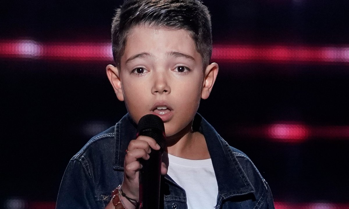 """The Voice Kids 2020 - Lissandro chante """"Too Much"""" d'Elvis Presley"""