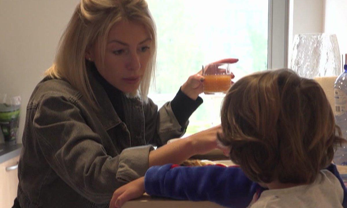 Lyam provoque Stéphanie dans l'épisode 42 de Mamans & célèbres