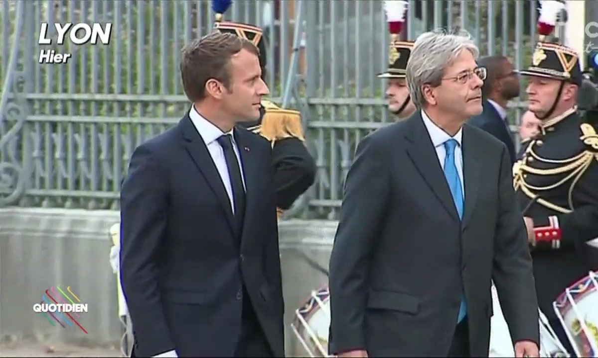 """Quand la police de Lyon ordonne aux Migrants de """"se faire discrets"""" sur le passage de Macron"""