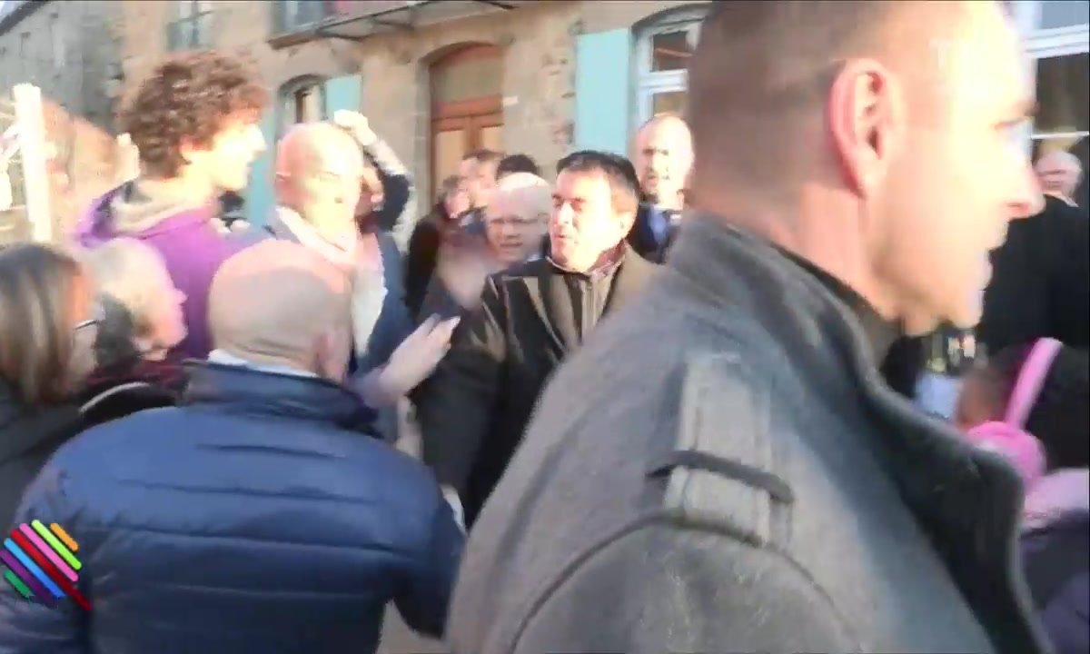 Manuel Valls giflé à Lamballe