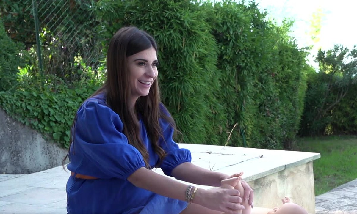 Martika apprend à s'occuper d'un nourrisson dans l'épisode 15 de Mamans & célèbres