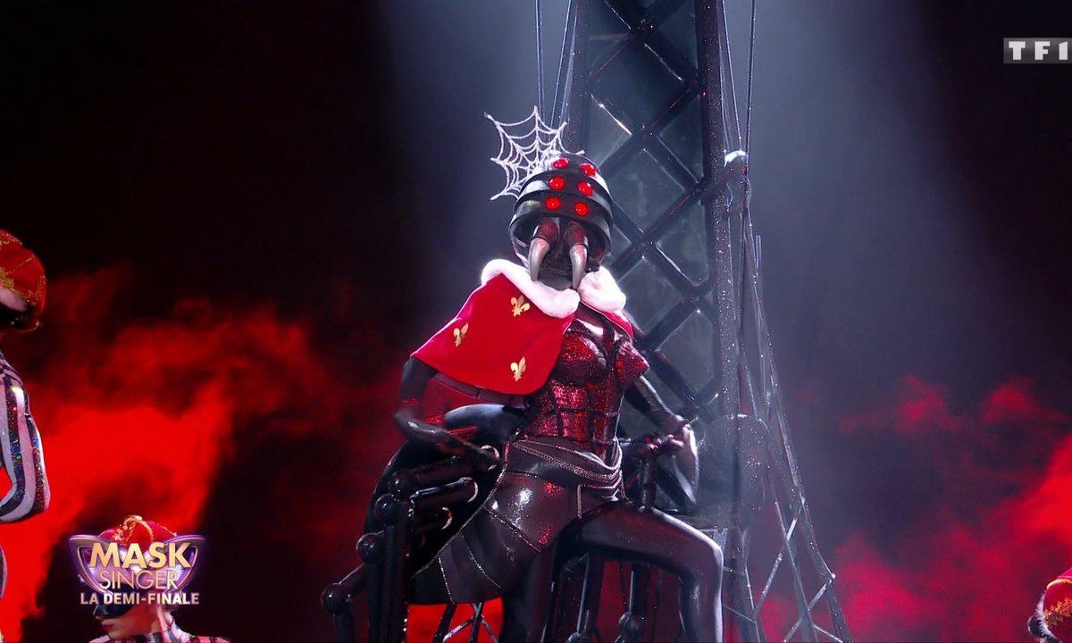 Mask Singer - Araignée chante « The Show Must Go On » de Queen