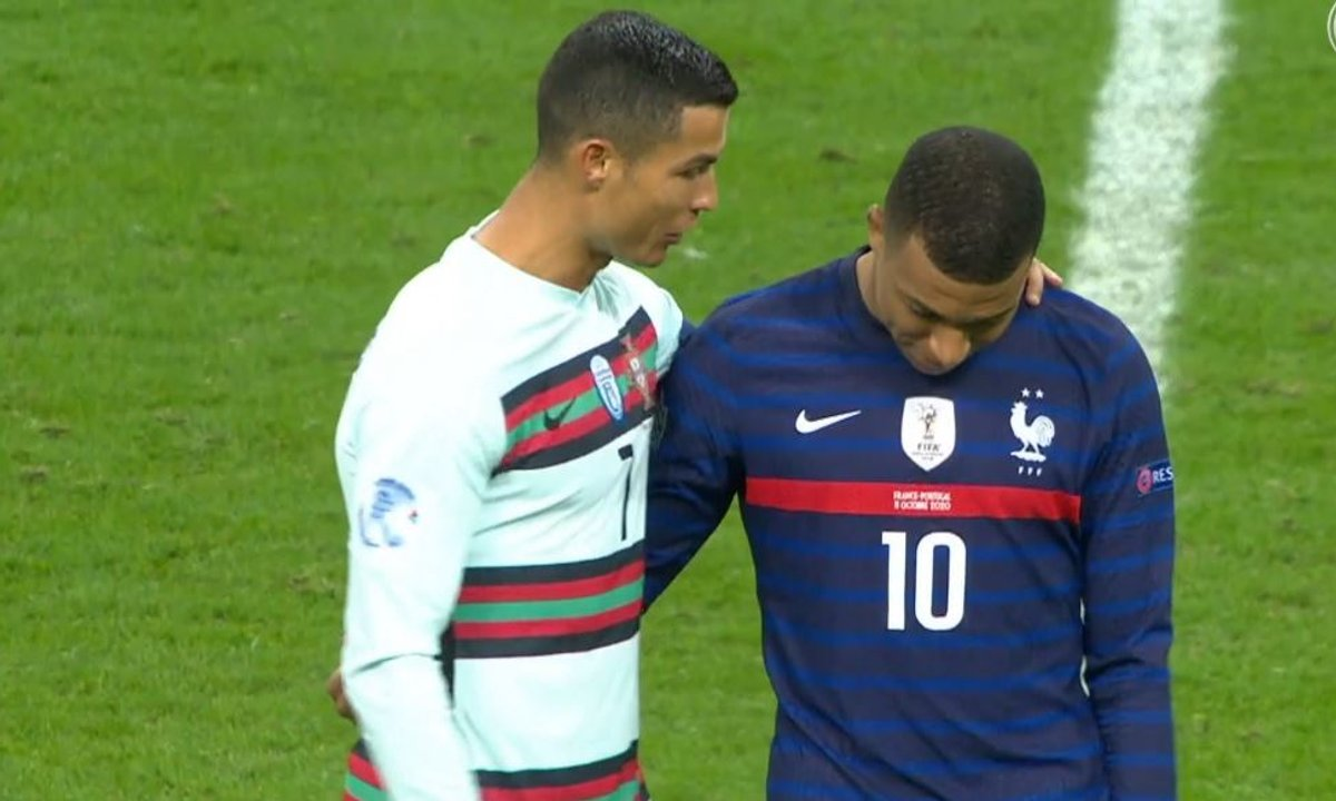 VIDEO - Cristiano Ronaldo drague Mbappé ?