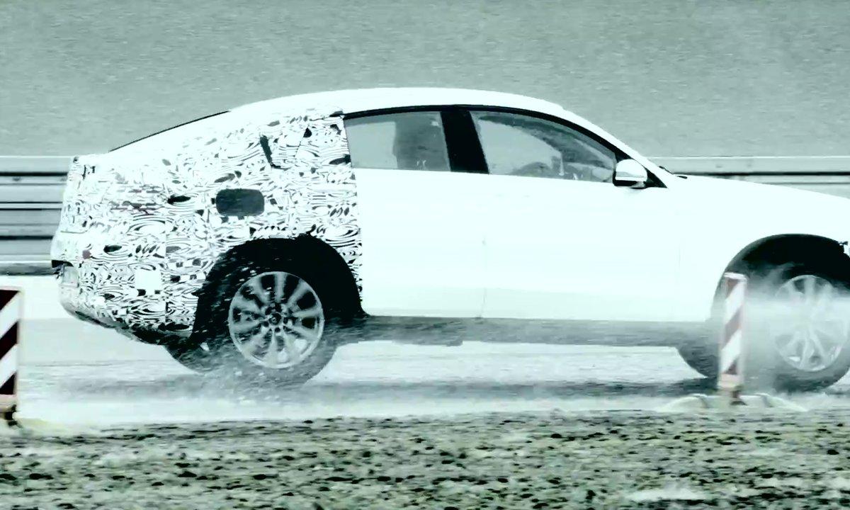 Le Mercedes-Benz GLC Coupé 2016 s'annonce sous camouflage