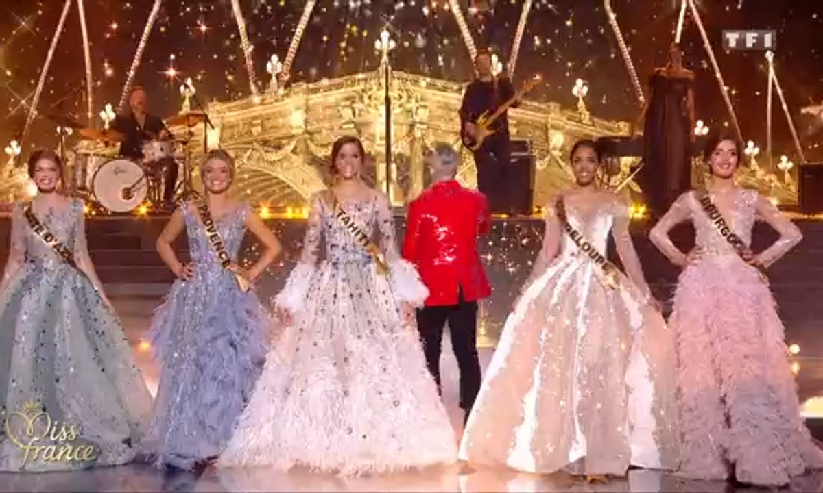 Miss France 2020 : Robbie Williams se joint aux Miss pour le tableau final