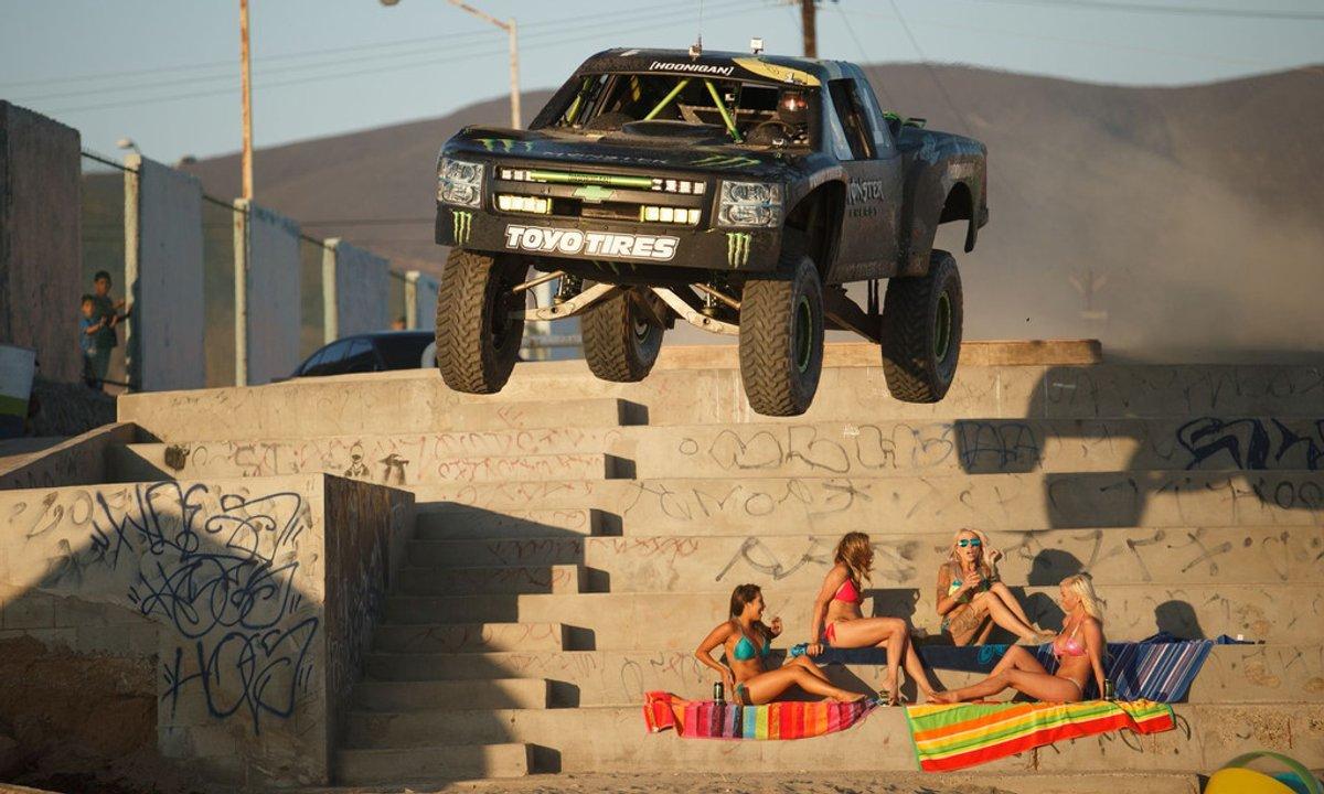 Insolite : Un défi 4x4 Baja/hélicoptère organisé par Monster