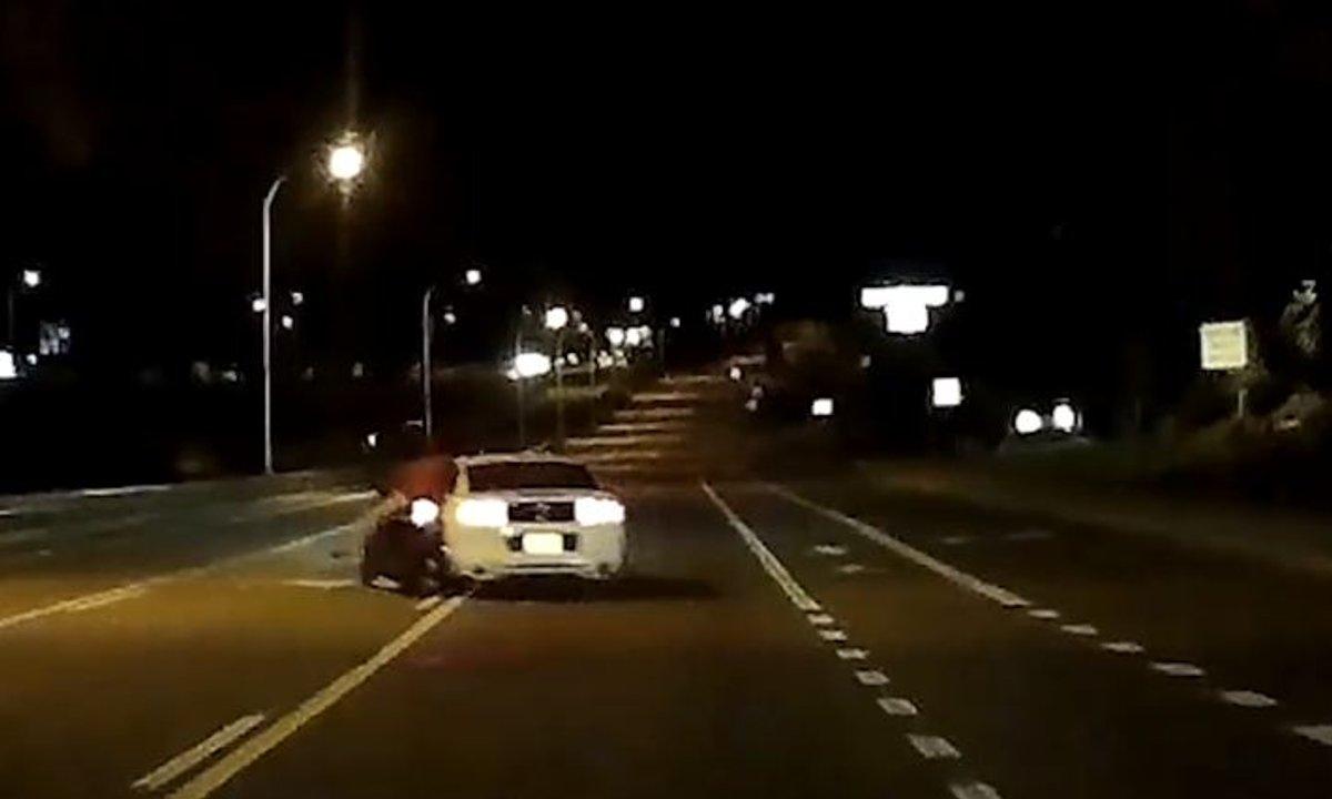 Insolite : Avec sa Mustang, il fonce dans un motard