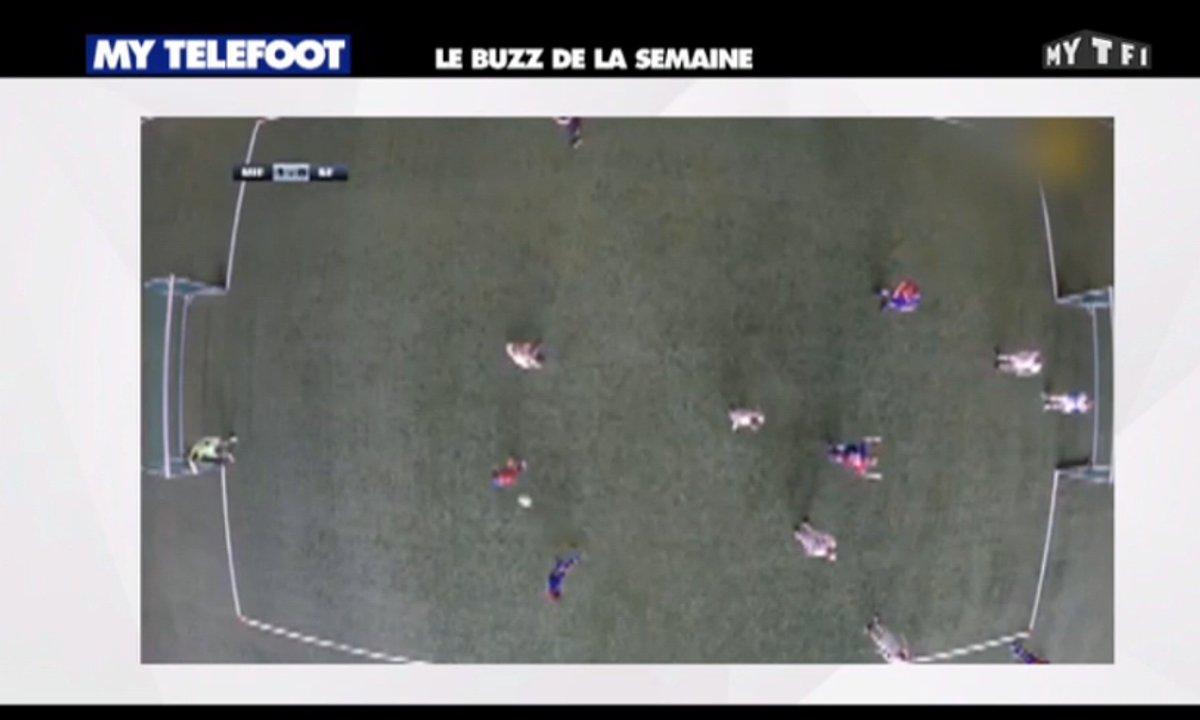 MyTELEFOOT - Le Buzz : Des footballeurs jouent avec des lunettes de réalité augmenté