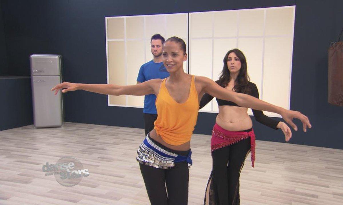 #DALS Répétitions : Noémie Lenoir maîtrise la danse du ventre…
