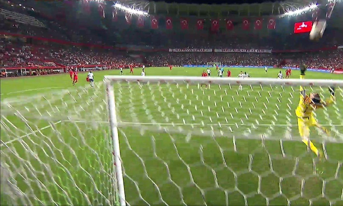 Turquie - France (2 - 0) : Voir la superbe parade de Lloris en vidéo