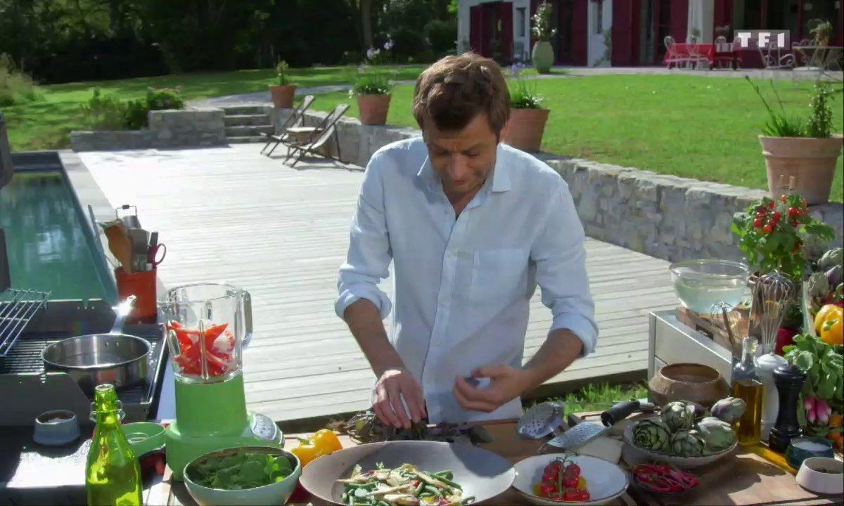 Grande salade au pesto rouge