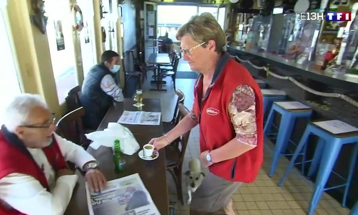 Premier café au comptoir : les habitués de ce bar calaisien ne boudent pas leur plaisir