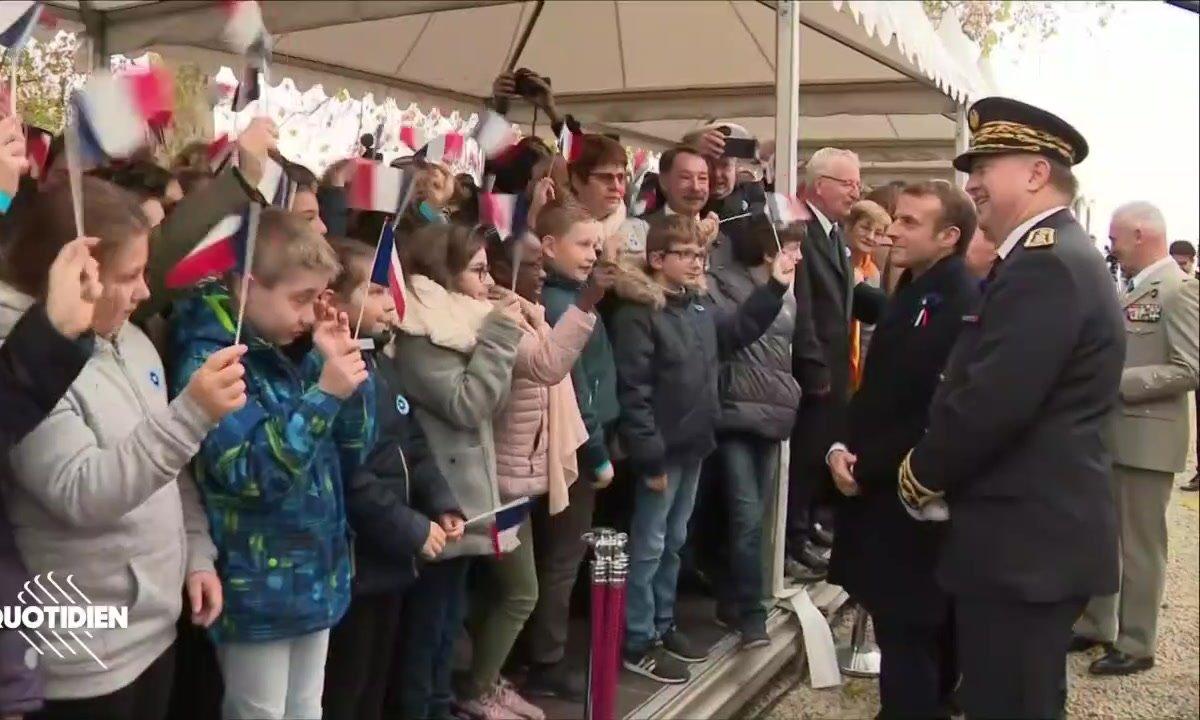 Profession président : Emmanuel Macron et les élèves très disciplinés