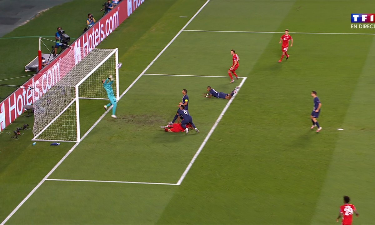 PSG - Bayern (0 - 0) : Voir la tête de Lewandowski en vidéo