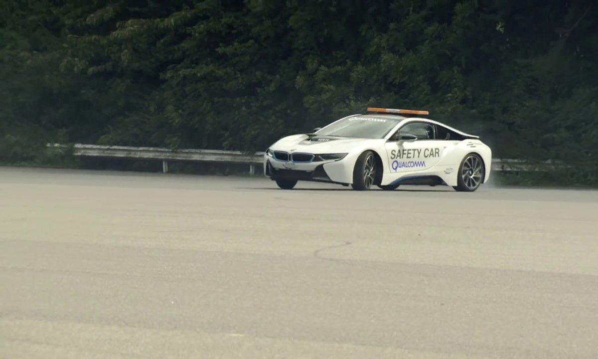 Insolite : faire des équations à bord d'une BMW i8, est-ce possible ?