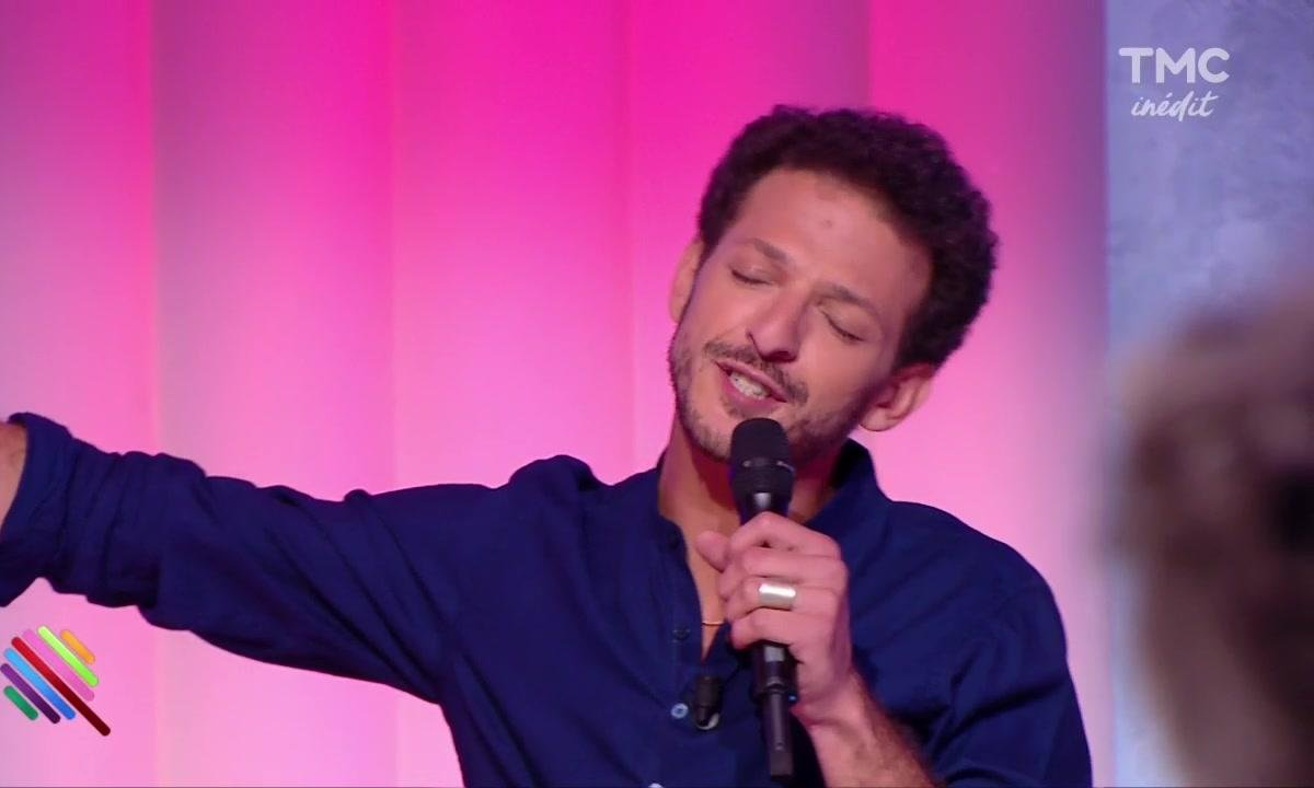 "Quand Vincent Dedienne chante ""All by myself"" on se croirait dans The Voice"