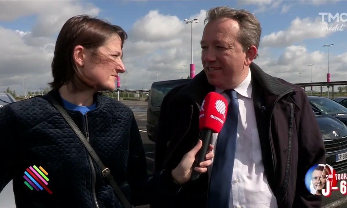 Retournement de veste pour Nicolas Dupont-Aignan avec Marine Le Pen à Villepinte