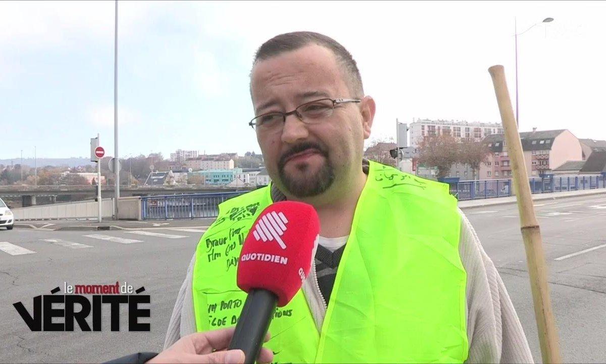 """""""Pour que la France vive mieux"""" : rencontre avec le gilet jaune qui manifestait seul à Montluçon"""