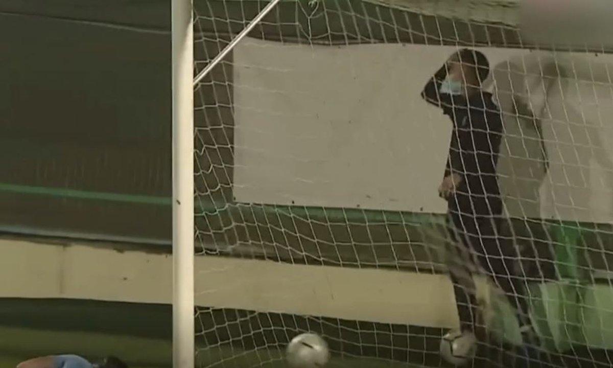 VIDEO - Un ramasseur de balle dégouté après un top but