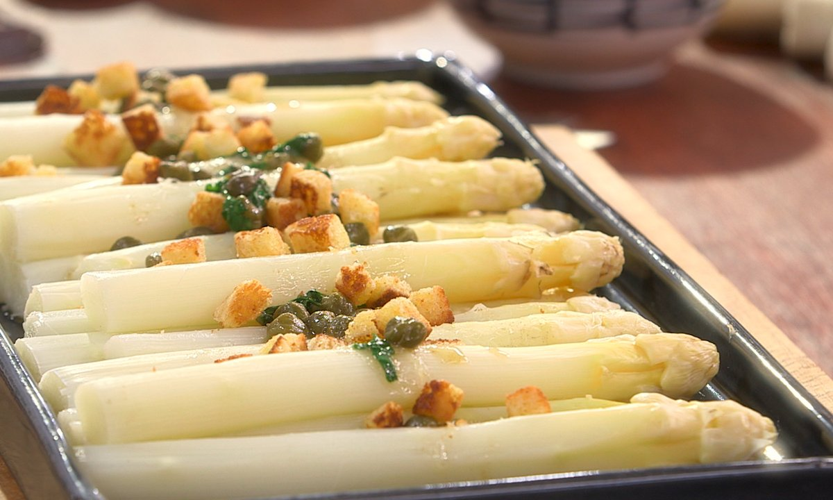 Asperges blanches sauce grenobloise