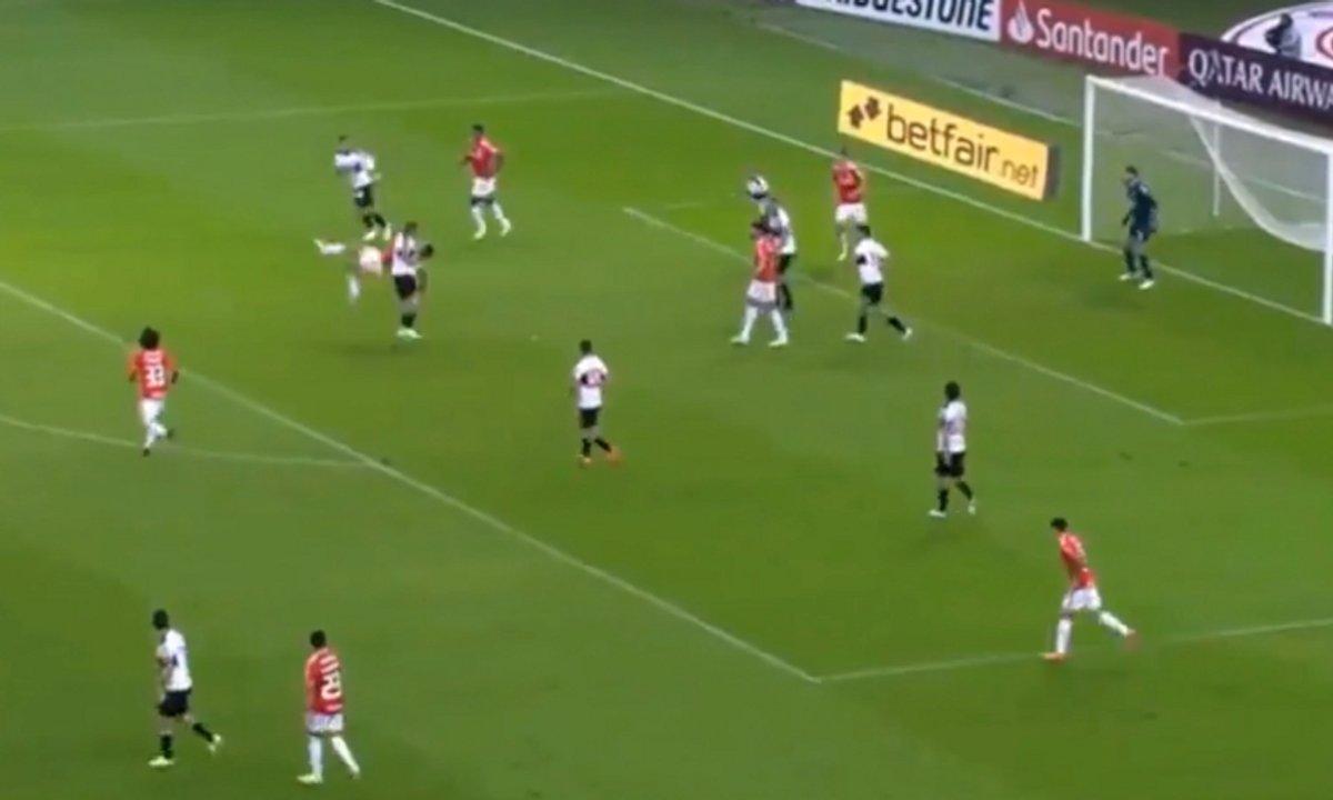 VIDEO - Un retourné parfait en Copa Libertadores