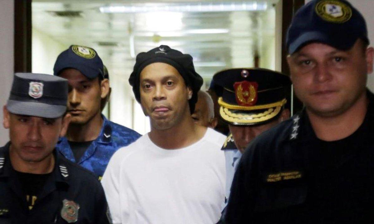VIDEO - Ronaldinho est sorti de prison !