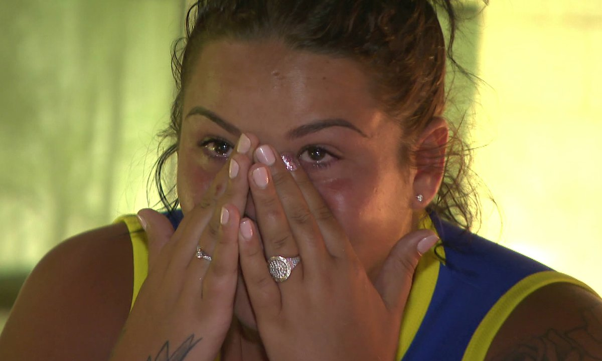 Sarah, en larmes, fait ses au revoir à Mickaël