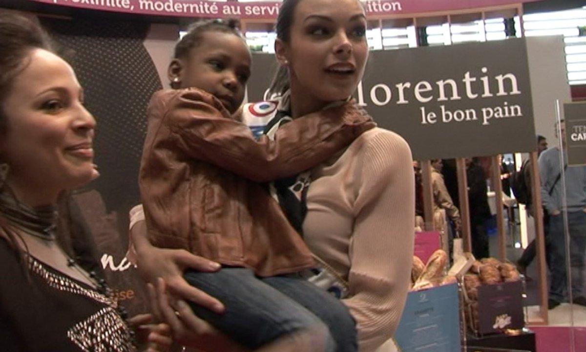 Dans le secret d'une séance de dédicace de Miss France