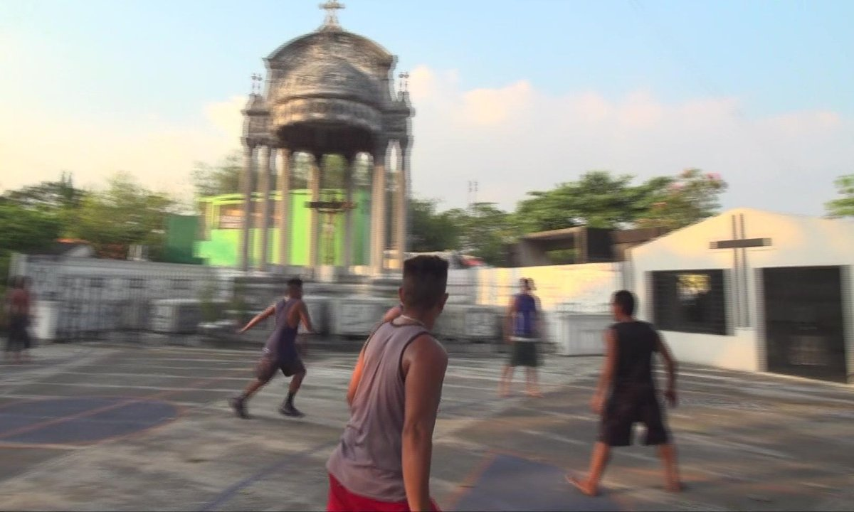 SEPT À HUIT - Philippines : des familles vivent dans des cimetières